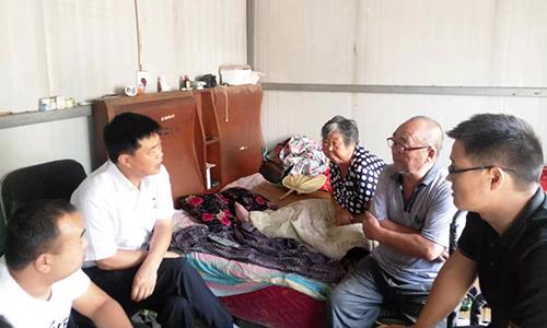 区党工委委员、管委会副主任牛书军走访慰问贫困户