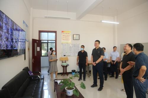吴玉培带队开展教师节慰问活动 中国财经新闻网 www.prcfe.com